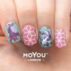 Hand met gestempelde nagels, MoYou Suki