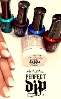 Handen naast 4 flesjes en een potje Artistic Perfect Dip