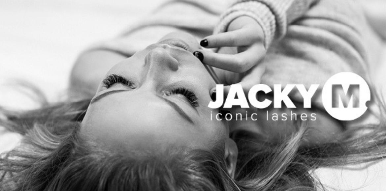 Jacky M Iconic Lashes, liggende vrouw